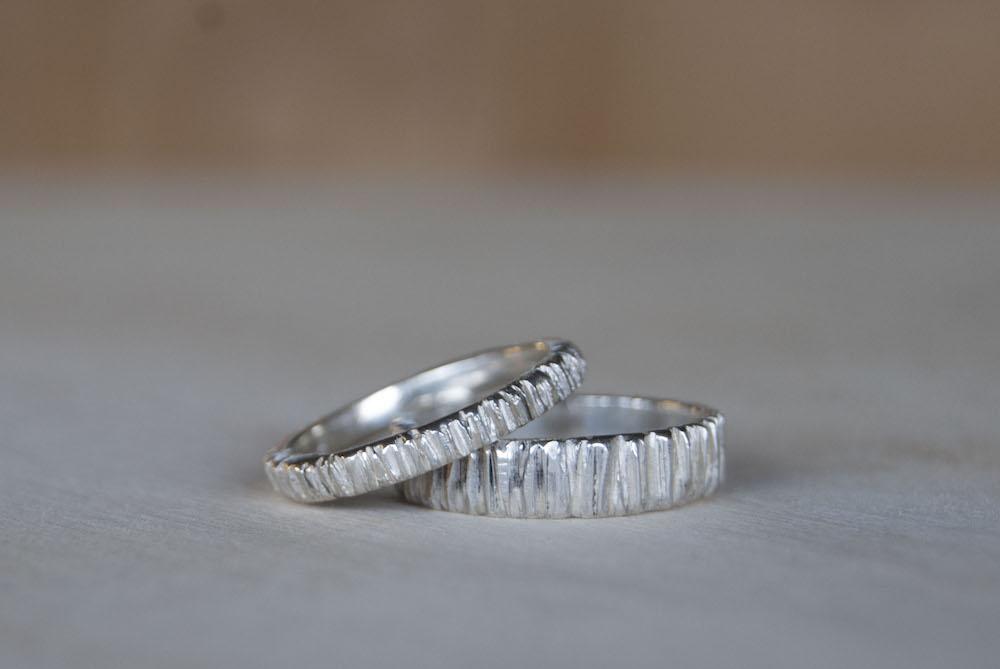 Zilveren trouwring structuur