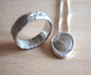 Herdenkingssieraad   zilveren sieraden vingerafdruk zoon vader opa