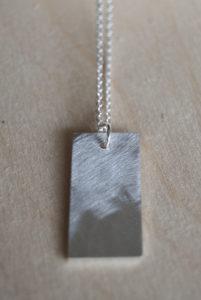 Graveer hanger op maat | Veldjuwelen