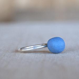 Zilveren aanschuifring met blauw porselein