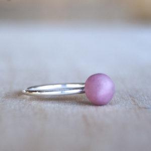 Zilveren aanschuifring met roze porselein